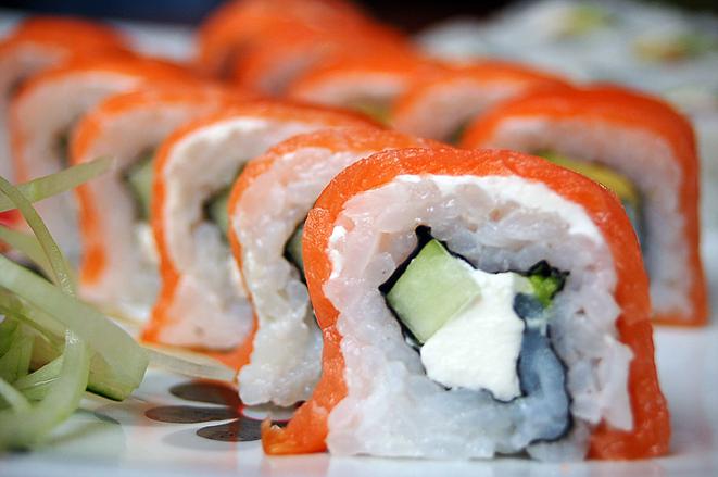 sushi-roll-1321056.jpg