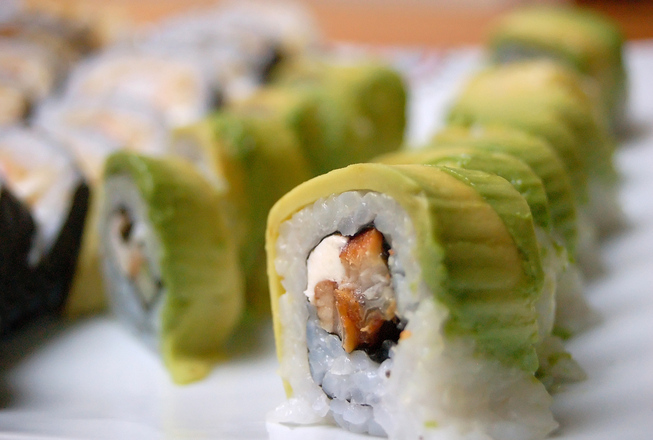 sushi-roll-1321044.jpg