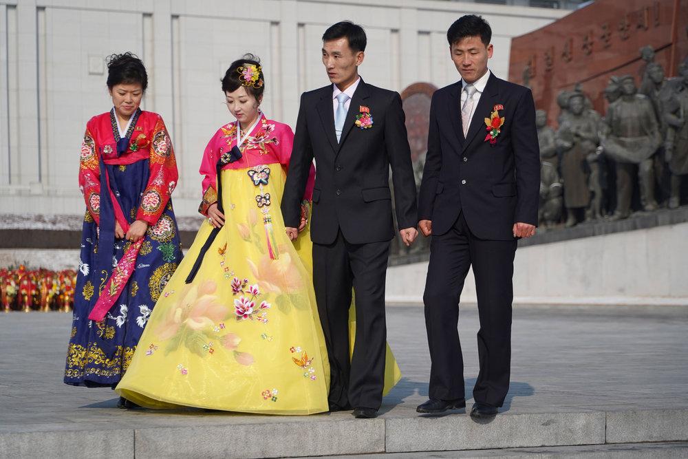 north-korean-wedding-party-at-mansudae.jpg