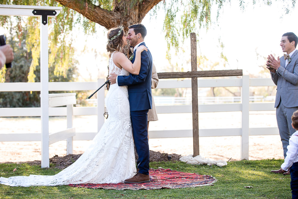 Cottonwood-Farms-Wedding-Photography-First-Kiss.jpg