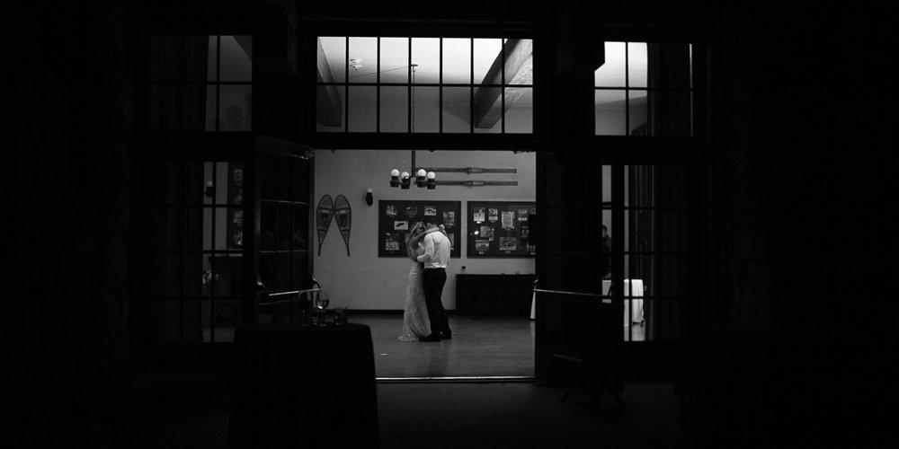 Yosemite-wedding-photography-last-dance.jpg