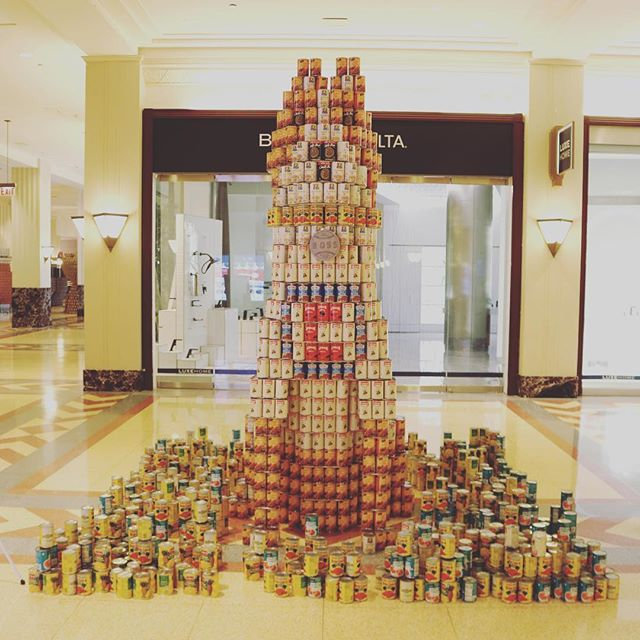 For #nationaldogday - head on over to #theMart and check out their structure with @valeriodewalttrain - Isle of [chili] dogs, [CANine] Cubs #chicagoart #canart #canstruction2018 @chicagocubsnation