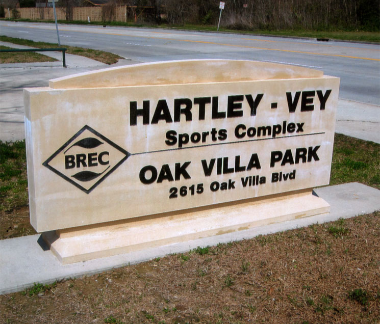 Cast Stone Sign-BREC-Oak Villa S-005