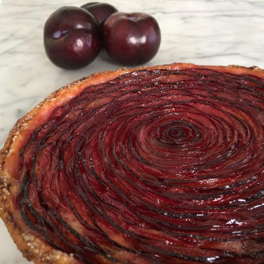 summer stonefruit tart (plum)