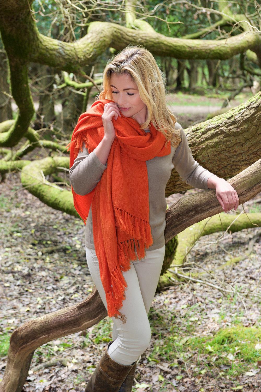Dhalagiri shawl blood orange