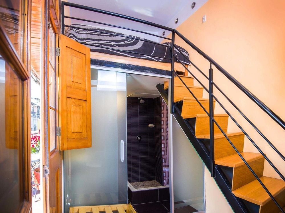 Habitación Matrimonial con Altillo   en Le Foyer Hostel   Reserva con Nosotros