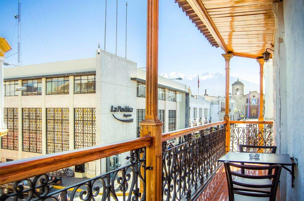 Habitación Matrimonial con Balcón   en Le Foyer Hostel   Reserva con Nosotros