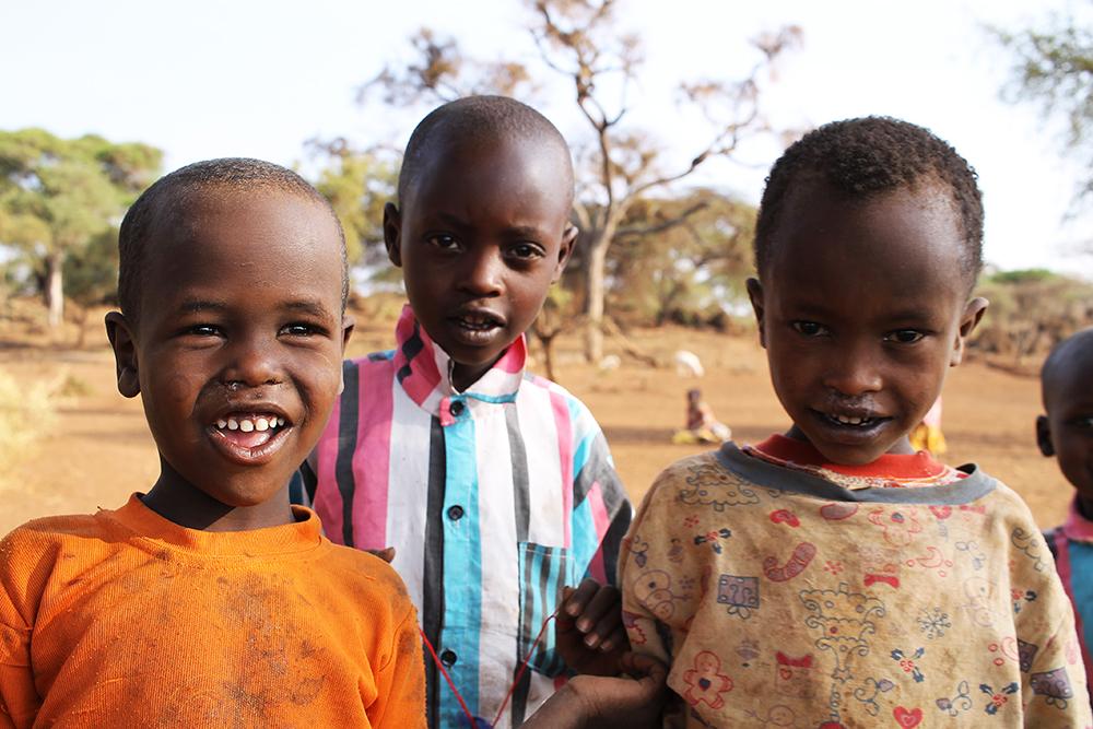 GLADE BARN: Det var mye latter og glede blant barna i landsbyen. Foto: Hedda Bjerén