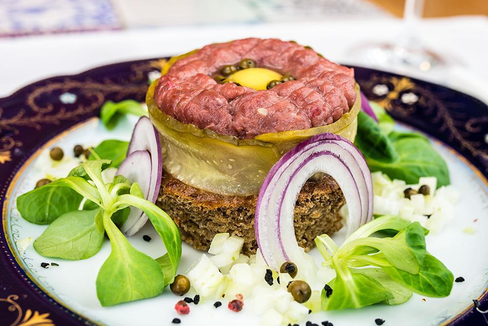 TARTAR: Vet mange er skeptiske til tartar, men det er jo SÅ godt! Den beste tartaren jeg har smakt har jeg fått i Polen. Foto: Polska Statens Turistbyrå