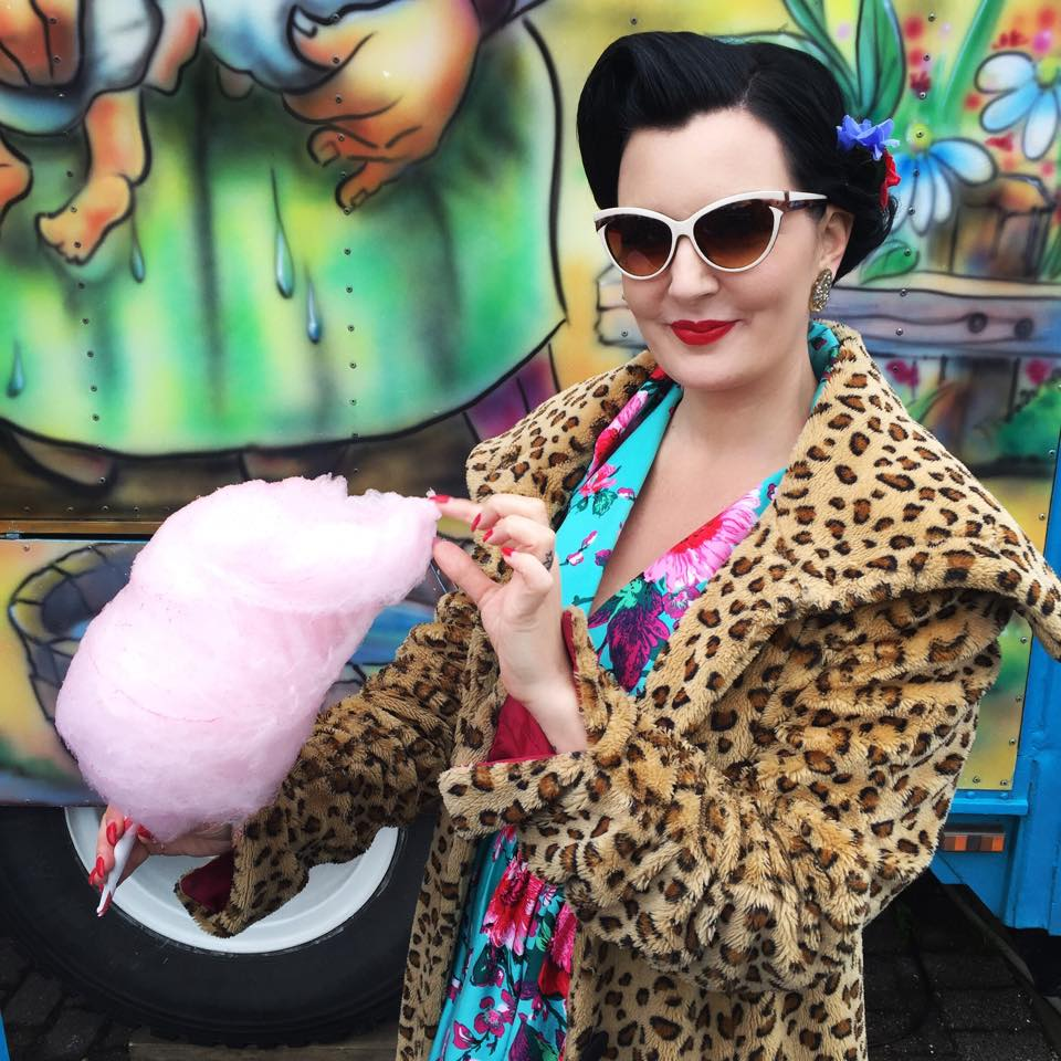 """RETROSTIL: På Miss Rockabullys Beauty School lærer du å style ditt eget hår og sminke deg i den fine retrostilen, og ord som """"pin curls"""", """"cat eye"""" og """"victory rolls"""" får en betydning for deg. Foto: Miss Rockabully"""