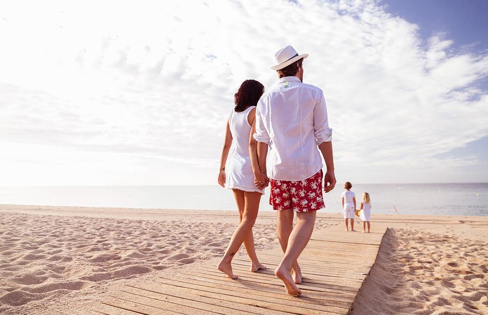 STRANDLIV: På Costa Brava finner dere både familievennlige strender med alt av tilbud og helt usjenerte bukter hvor dere kan bade i fred. Foto: Spain.info/no