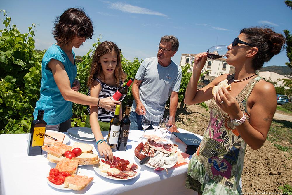 VINTURISME: Enten du vil overnatte på vingård eller kun dra på dagsbesøk for å smake lokal vin og lære om vinproduksjon på Costa Brava, sjekk ut denne nettsiden:  Costabrava.org  Foto: Spain.info/no