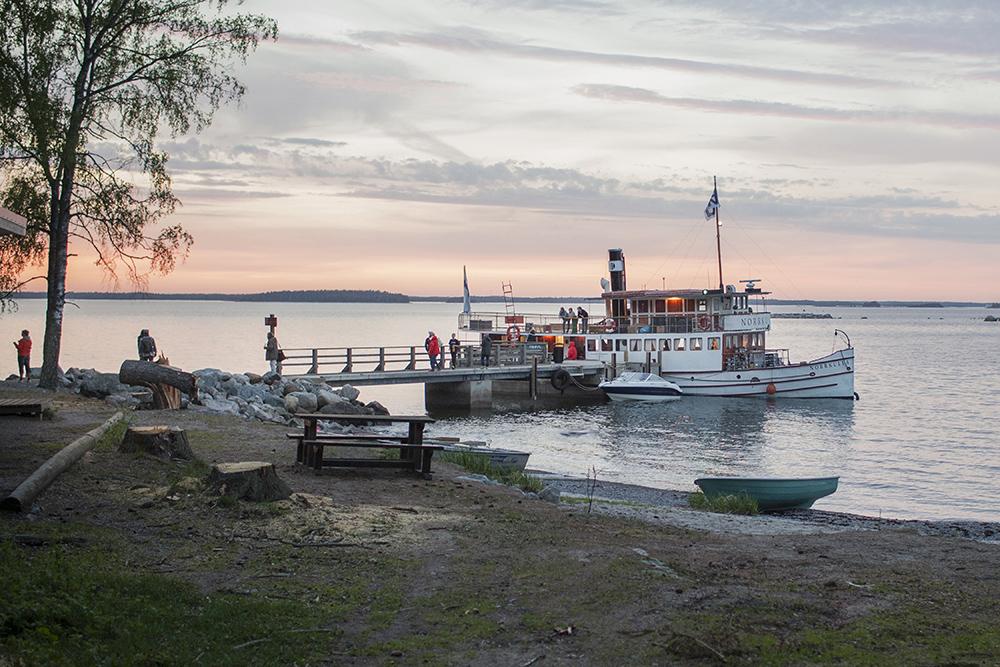 TA FERGE: Helsinki har en flott skjærgård med mange øyer med ulike tilbud. Én øy er best på bading, én på restaurant og en på museum – for å nevne noe. Foto: Miikka Pirinen/Helsinki Marketing
