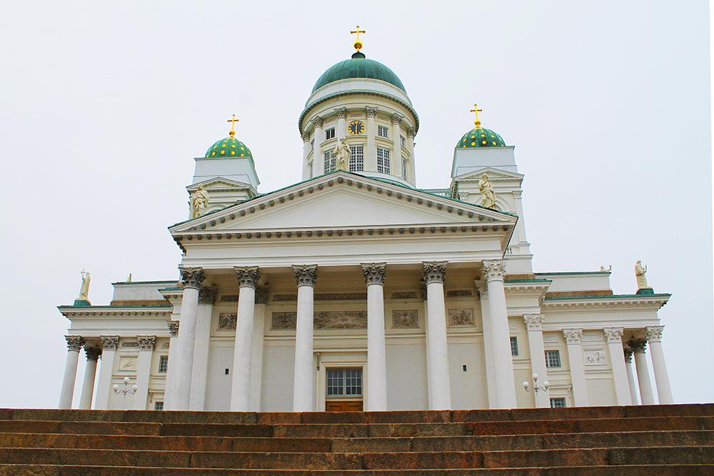 PRAKTBYGG: Helsinki domkirke het først Nikolai-kirken etter tsar Nikolai den første av Russland. Foto: Hedda Bjerén