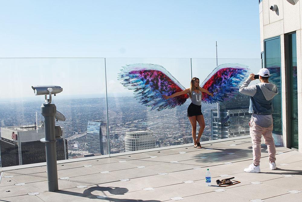 INSTAVENNLIG: Folk sto i kø for å ta bilder ved disse fine vingene. Foto: Hedda Bjerén