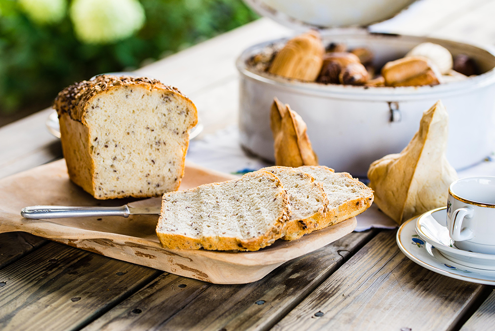 NYBAKT BRØD: Brødet smakte himmelsk godt! Foto: Łukasz StafiejPolska Statens Turistbyrå