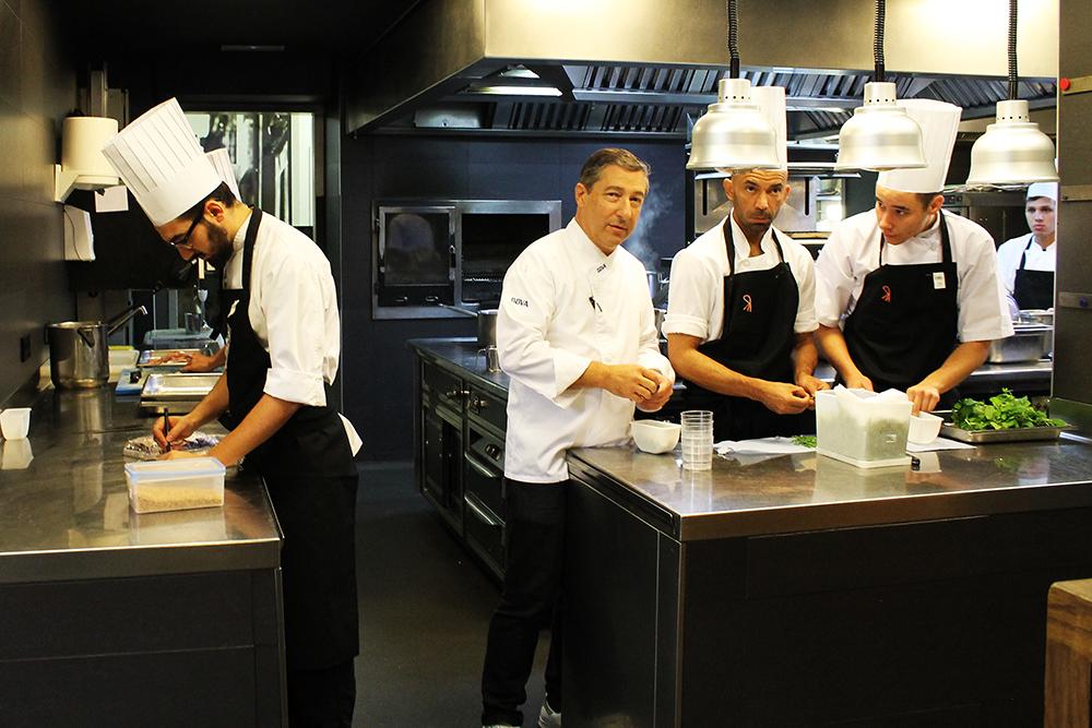 EL CELLER DE CAN ROCA: Jeg fikk gå inn på kjøkkenet og se hvordan stjernekokkene jobber. Spennende! Foto: Hedda Bjerén