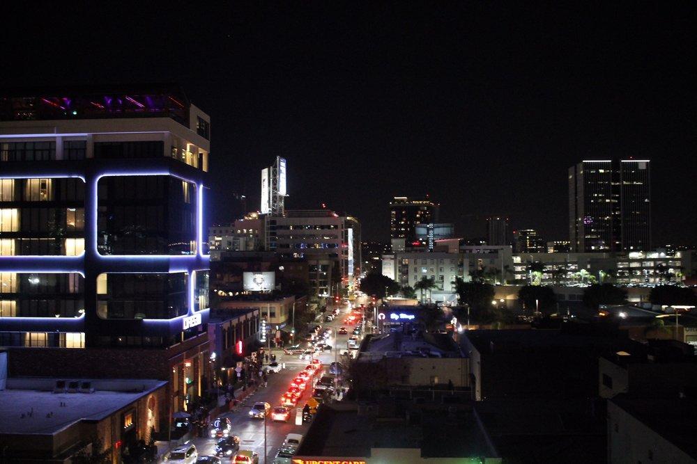 BY NIGHT: Utsikten fra takterrassen på kvelden. Foto: Hedda Bjerén