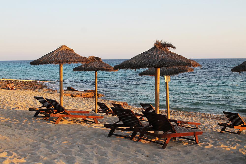 PLAYA MIGJORN: Solnedgang på stranden nedenfor hotellet Insotel Formentera Playa. Foto: Tenk Koffert