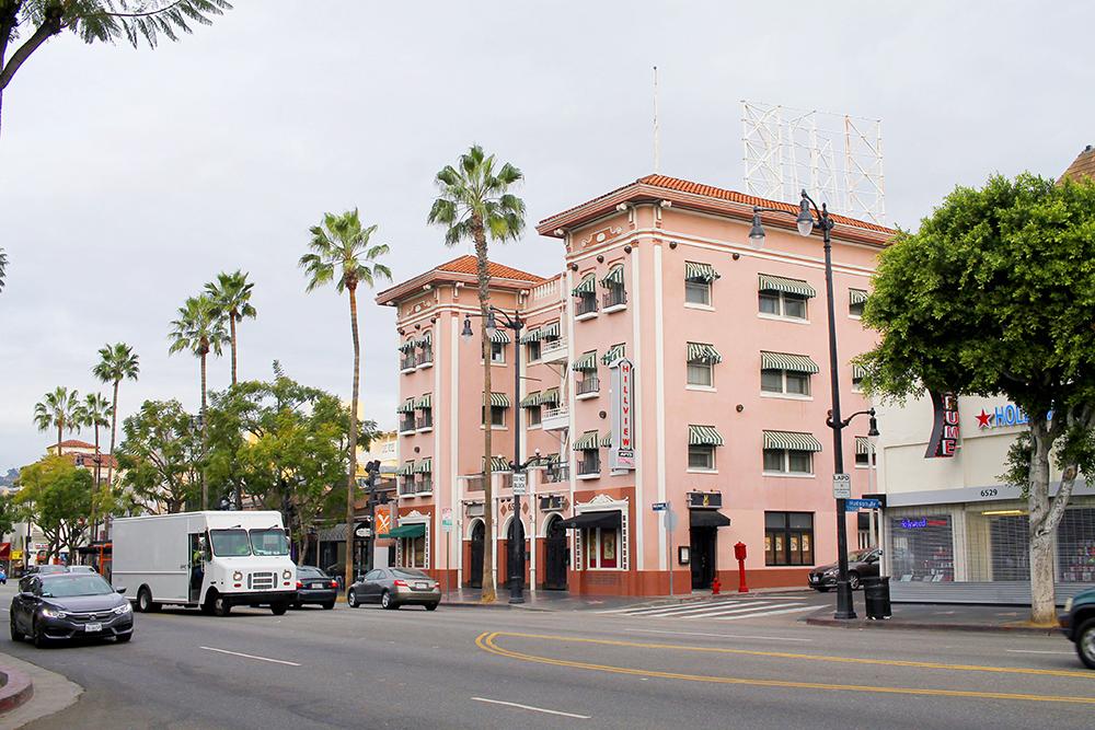 THE HILLVIEW: Dette historiske hotellet ligger på Hollywood Boulevard, og var det første stedet som i sin tid leide ut til fattige, unge wannabe-skuespillere. Nå er det dyrt å bo her, så nøy deg med å poste et fresht bilde av det på Insta. Foto: Hedda Bjerén