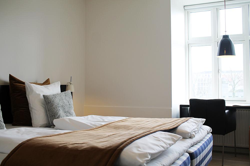 HOTEL OASIA: Skandinavisk minimalisme og eleganse. Og senga var helt nydelig å sove i. Foto: Hedda Bjerén