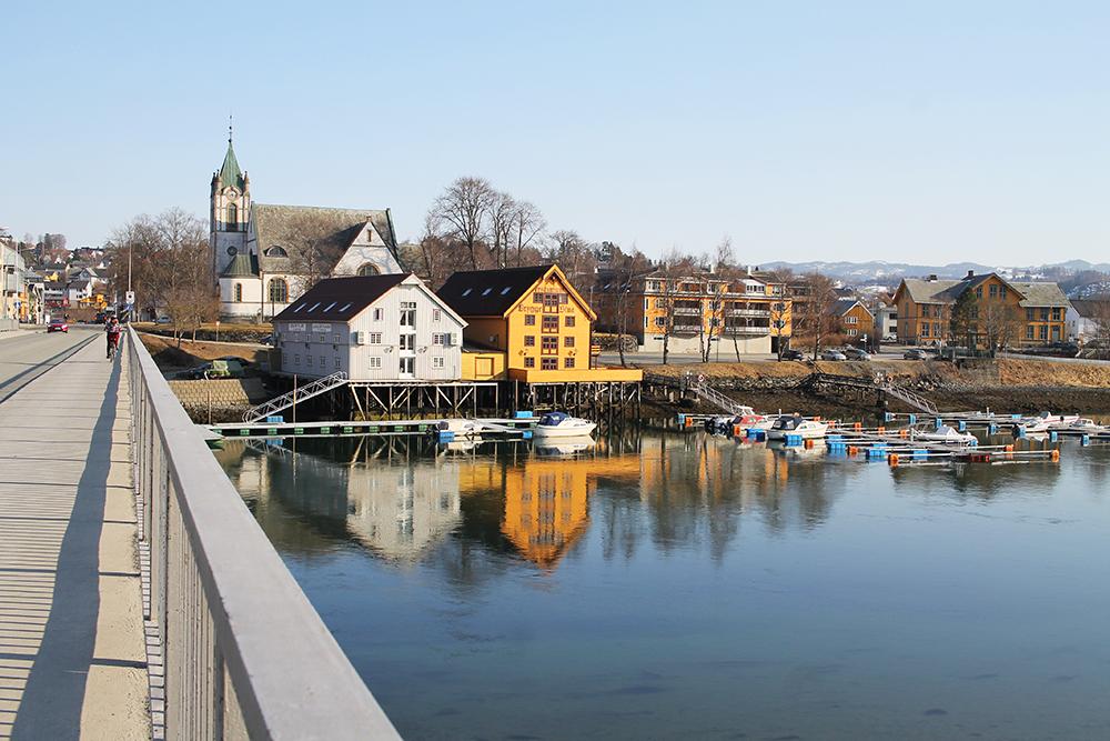 LEVANGER: Vi syklet rundt i Levanger i fint vårvær. Foto: Tenk Koffert