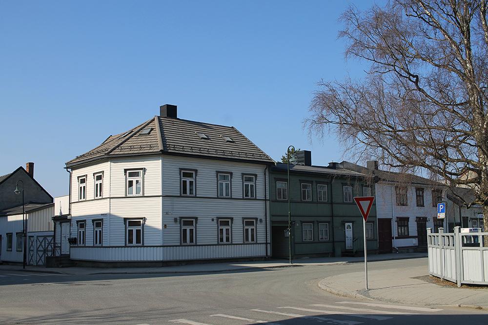 LEVANGER: Levanger er en koselig, liten by i Trøndelag, med fin trehusbebyggelse. Foto: Tenk Koffert