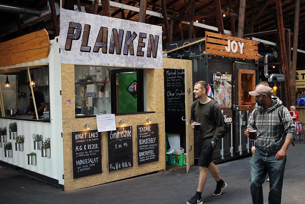 PLANKEN:Hos Planken får du hjemmelaget, dansk smørrebrød. Foto: Tenk Koffert