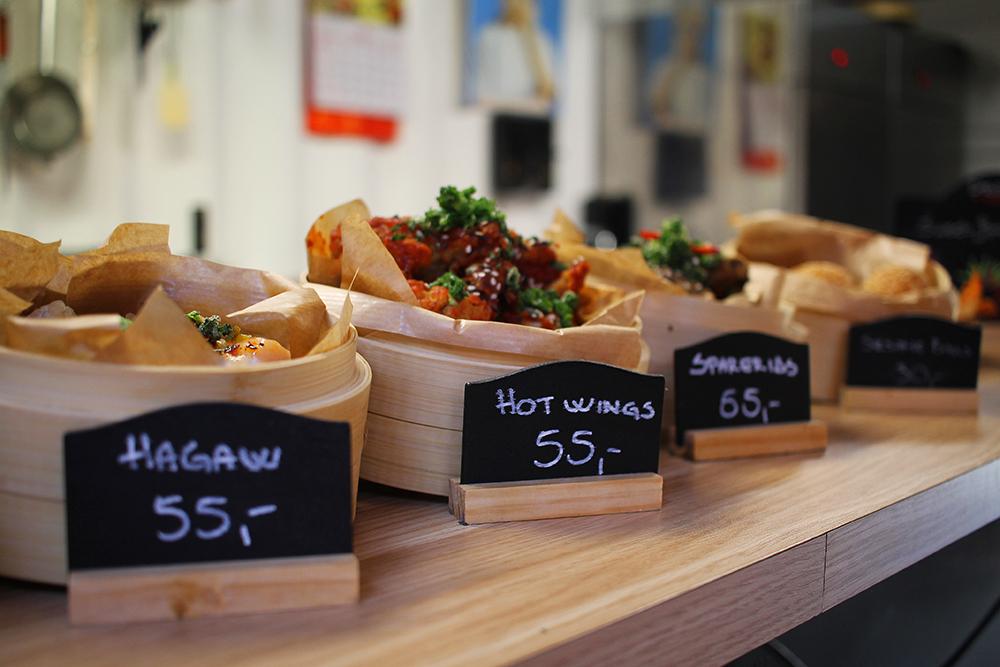 GODT UTVALG: Storms Pakhus har flere boder som selger deilig, asiatisk mat. Foto: Tenk Koffert