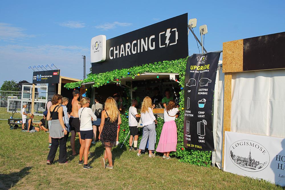 DREAMLAND: Campingplassen har alle slags servicer, blant annet et sted du kan få ladet telefonen. Foto: Tenk Koffert