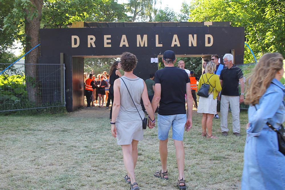DREAMLAND: Inngangen til festivalens campingplass. Foto: Tenk Koffert