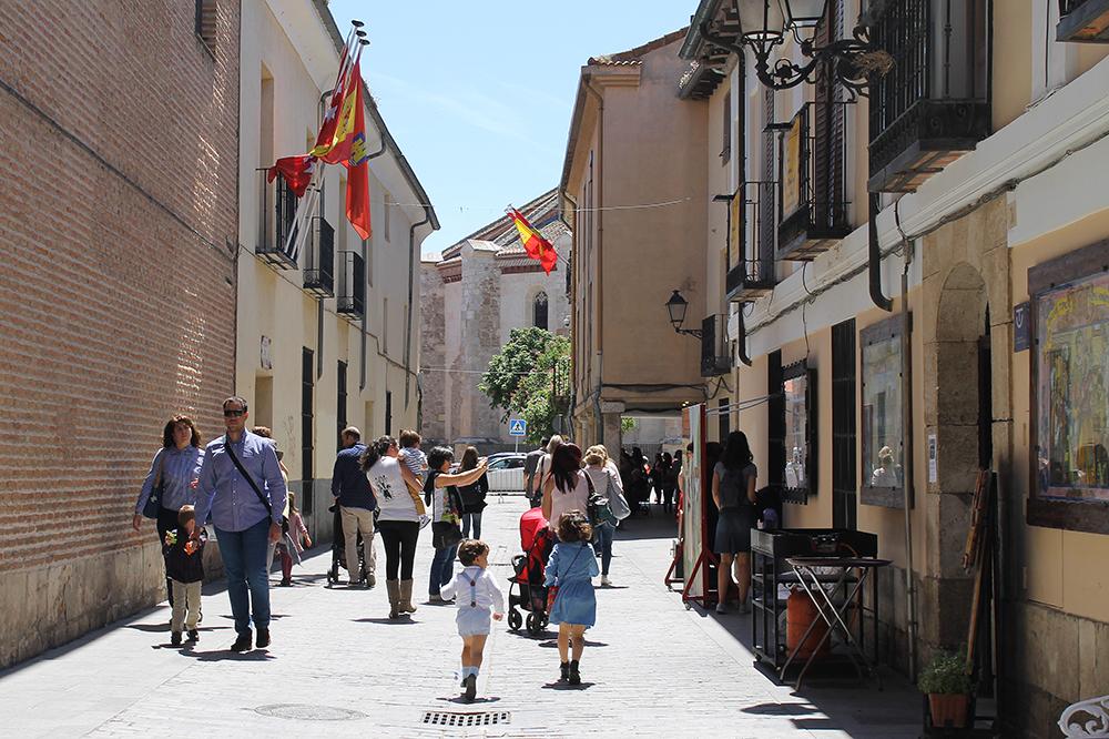 STREETS OF ALCALA: Gatene i byen er rene, smale og rustikke. Foto: Reisebloggen Tenk Koffert