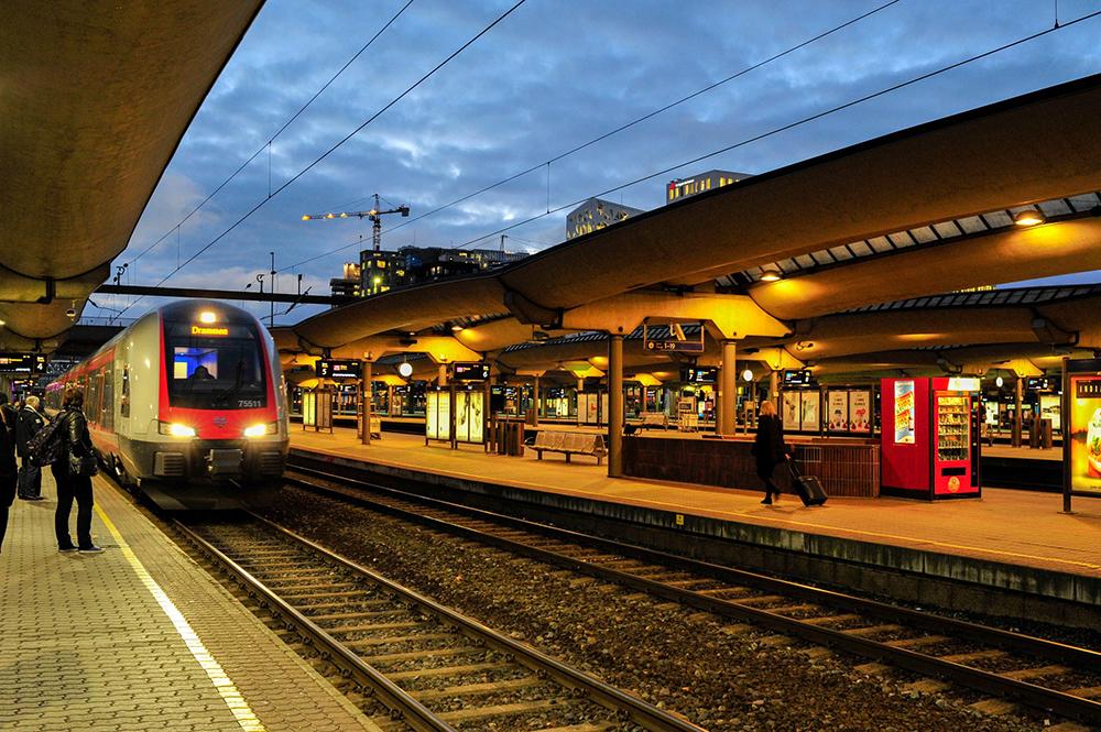 MORGENSTEMNING PÅ OSLO S: Da jeg dro hjem fra Levanger, tok jeg nattoget til Oslo S og dro rett på jobb derfra. Foto: Tore Bjørback Amblie/NSB