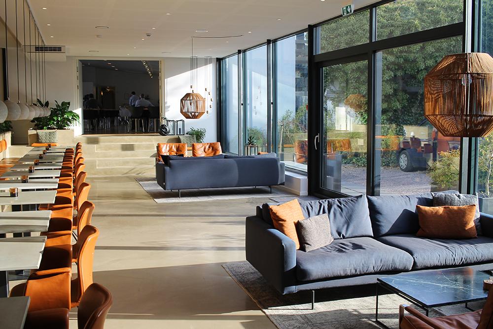 LOBBYEN: Hotellet er innredet i fin og moderne, nordisk stil. Foto: Tenk Koffert