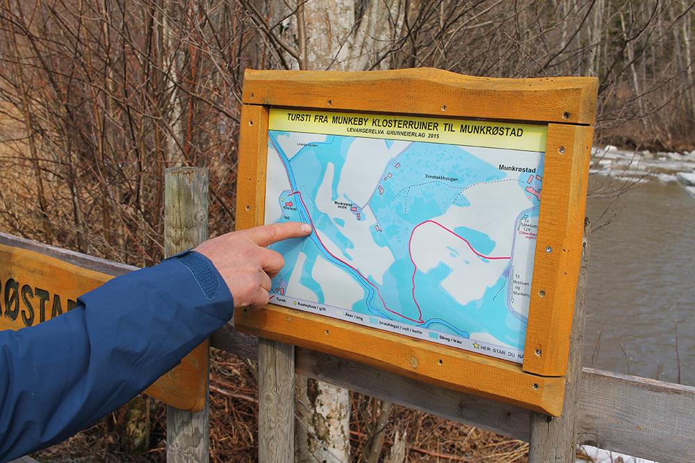 KART: Det er flere kart langs ruten. Foto: Tenk Koffert