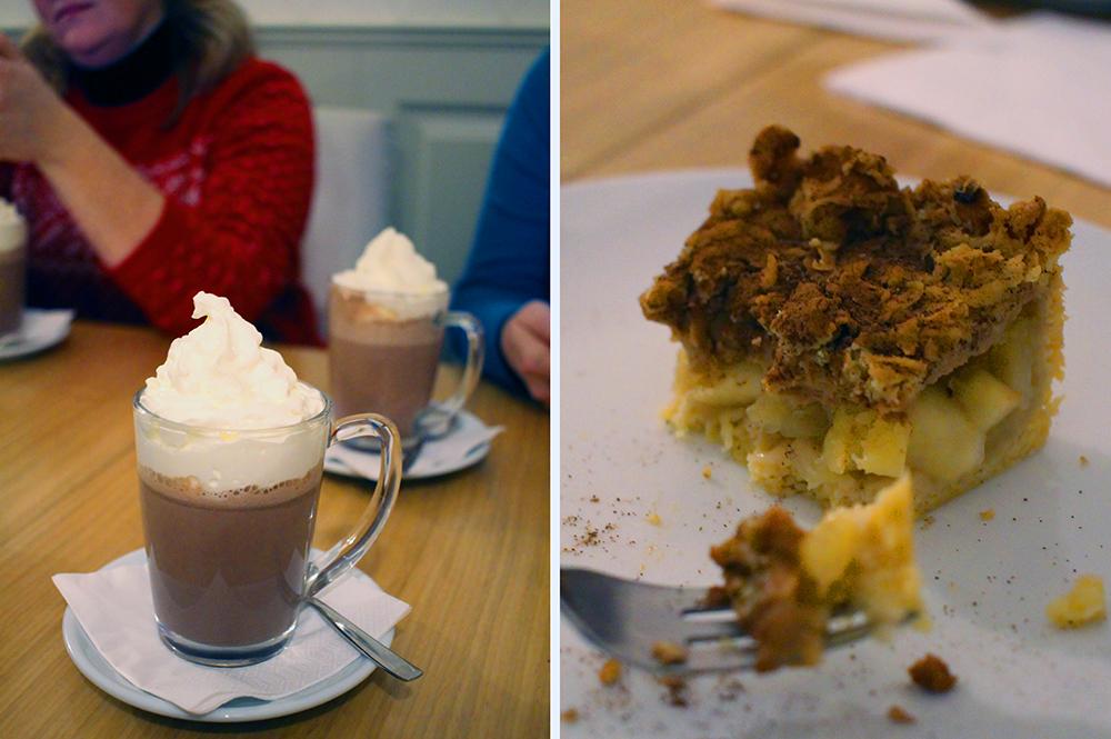 CAFE LIBERTAS: Vi hadde hørt at kakaoen var så god hos Cafe Libertas, men den synes jeg personlig var noe oppskrytt ... Kakene derimot! Nam! PS! Hun med rød genser er reiseblogger  Travellingmunk , en av damene jeg reiste til Gdansk med i desember 2017. Foto: Tenk Koffert