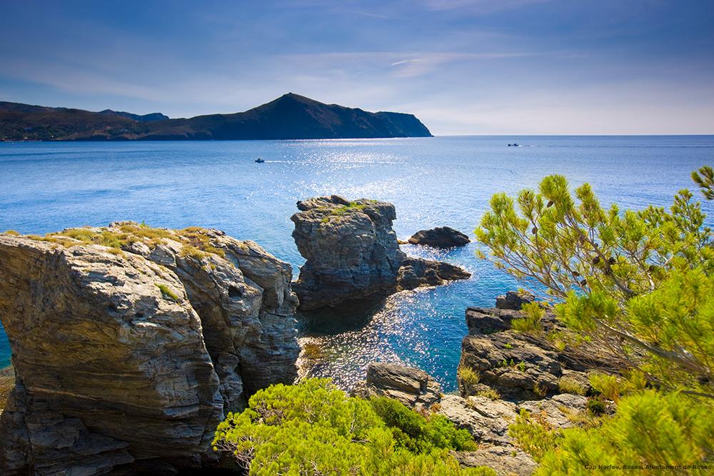 VAKKER NATUR: Naturen på Costa Brava er vill og fascinerende. Landskapet på halvøya Cap de Creus på Costa Brava er eventyrisk, med de spesielle klippene som stuper ned i havet. En utflukt hit gir fantastiske naturopplevelser. Foto: Spain.info/noFoto: Spain.info