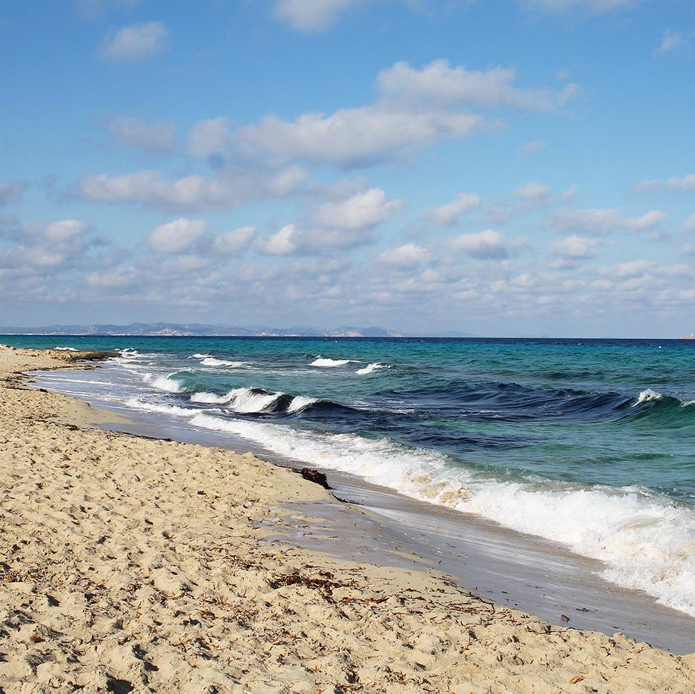BEACH PLEASE: Fargen på vannet! 😍 Foto: Tenk Koffert