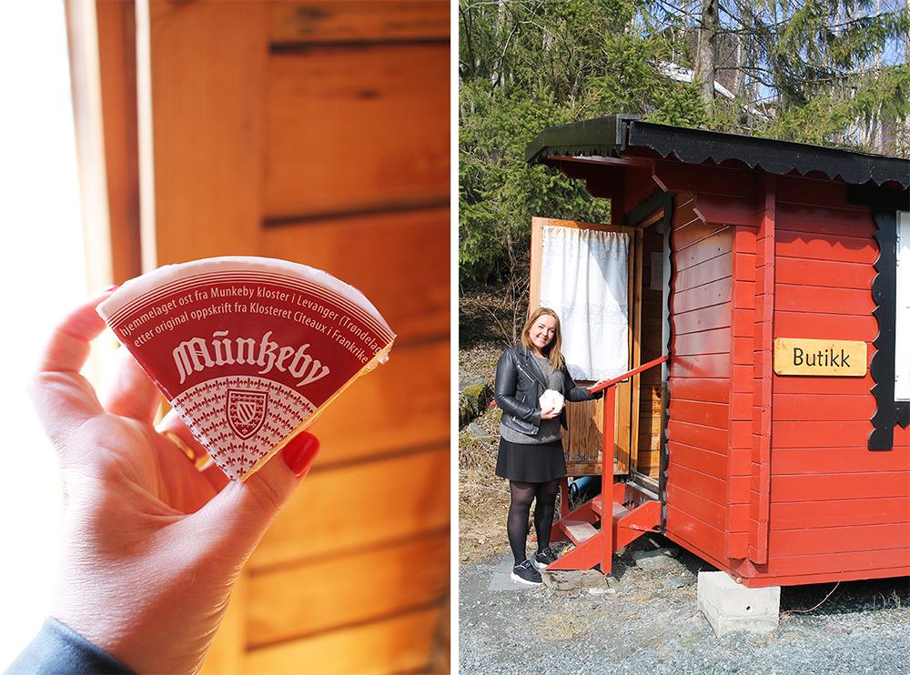 MUNKEBYOST: Osten er kjempegod, og du finner den i delikatesseforretninger rundt omkring i landet. Her er jeg i den selvbetjente butikken til munkene for å kjøpe osten. 😃 Foto: Tenk Koffert/Kathrine Kragøe Skjelvan