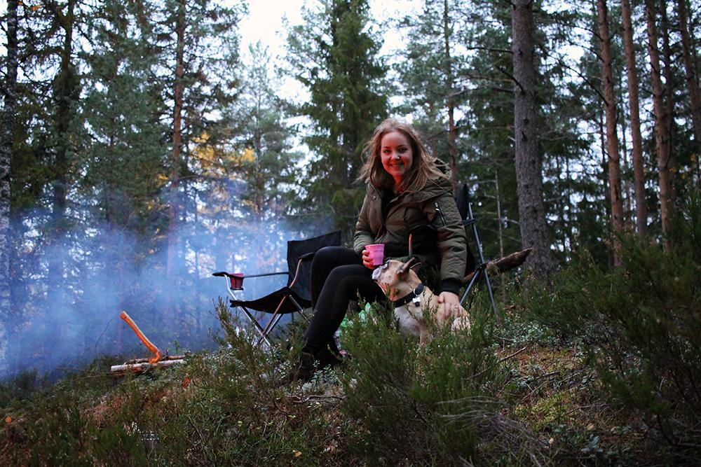 TENK KOFFERT PÅ TELTTUR: Jeg synes det er kjempekoselig å dra på telttur! Her er vi på telttur i Østmarka, i nærheten av Myrdammen i Rælingen. Foto: Tenk Koffert