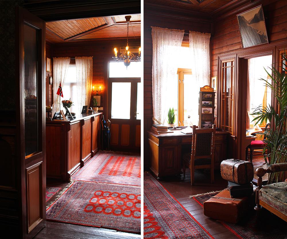 RESEPSJONEN: Her er Dalen Hotels koselige resepsjon. Foto: Tenk Koffert