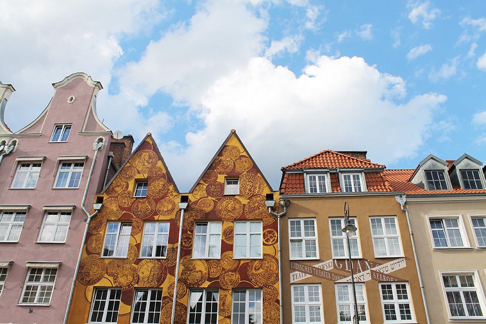 FARGEKLATTER: Jeg synes arkitekturen i Gdansk er både vakker og morsom. Foto: Tenk Koffert