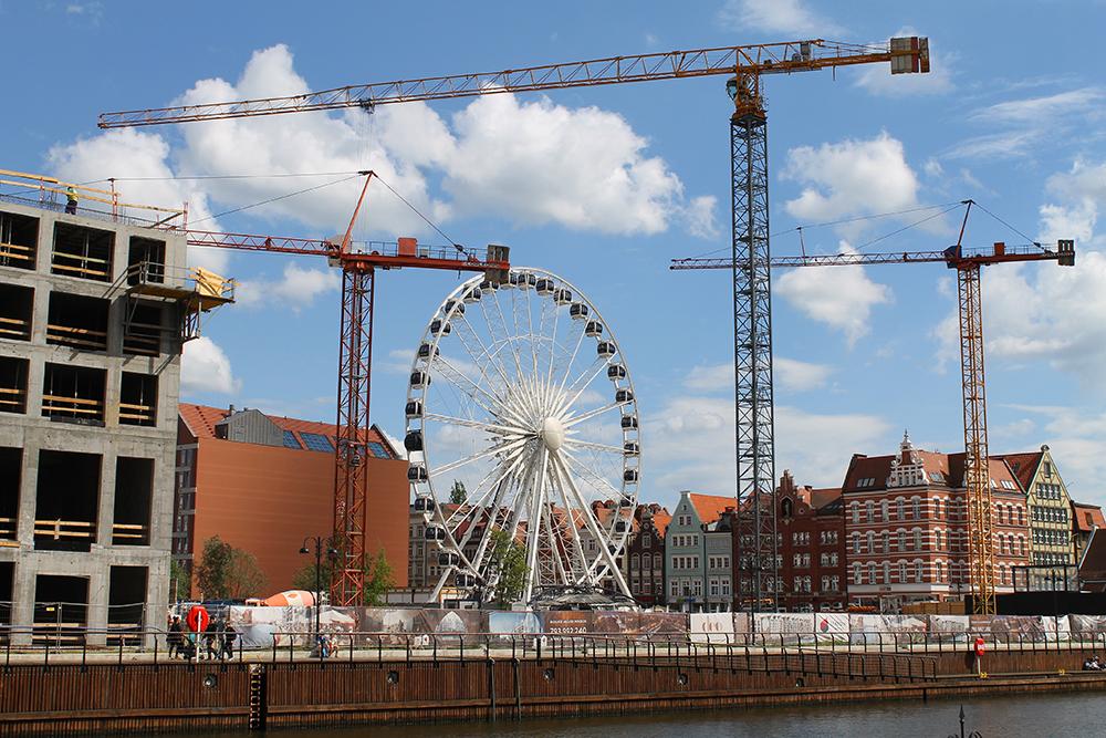 PARISERHJULET I GDANSK: Gdansk har et stort, flott pariserhjul som er populært blant turistene. Foto: Tenk Koffert