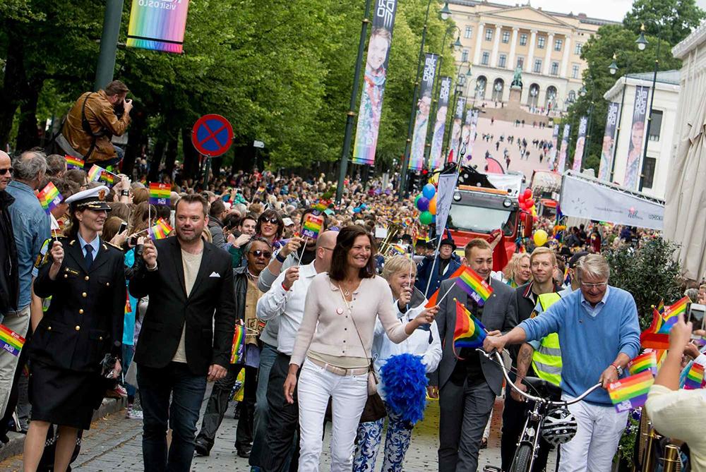 FOLKEFEST: Hvert år feires Oslo Pride i hovedstaden med en herlig parade. Foto: Christer Nexmark