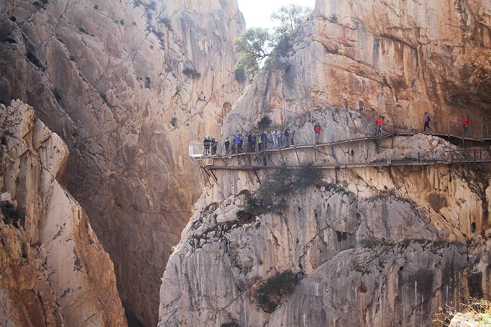 OKTOBER: Vi gikk Kongeveien Caminito del Rey. Foto: Tenk Koffert