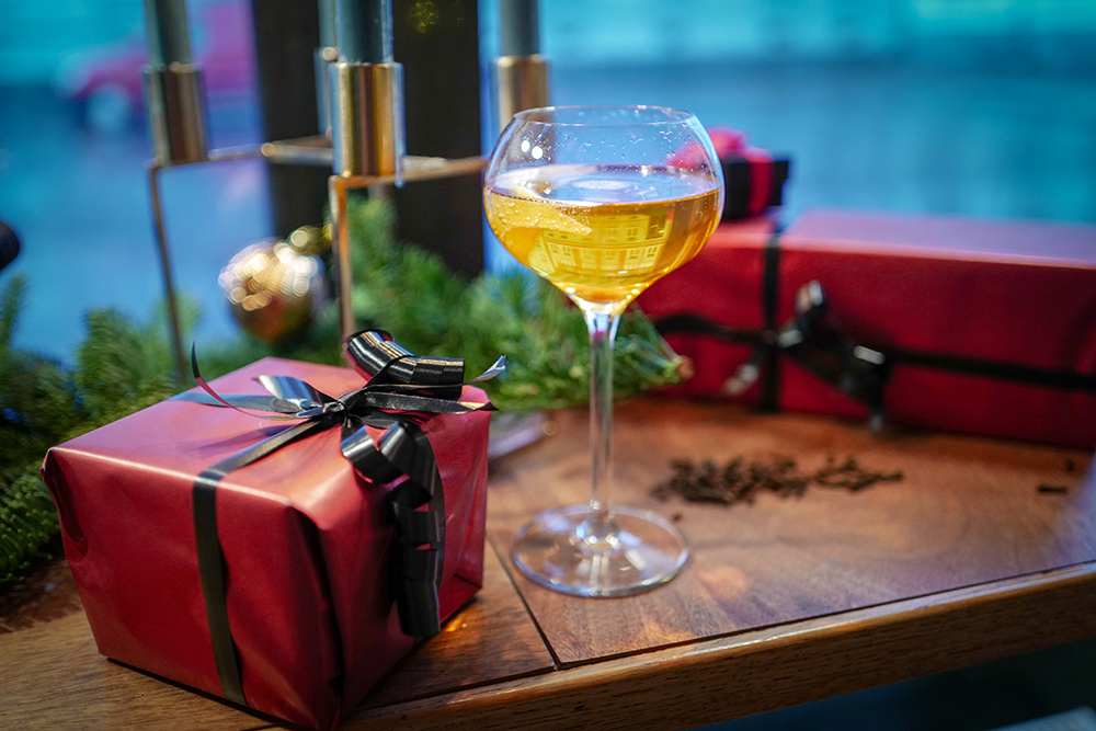 DESEMBER: Denne drinken er perfekt å servere gjester på nyttårsaften. Foto: Helle Øder Valebrokk
