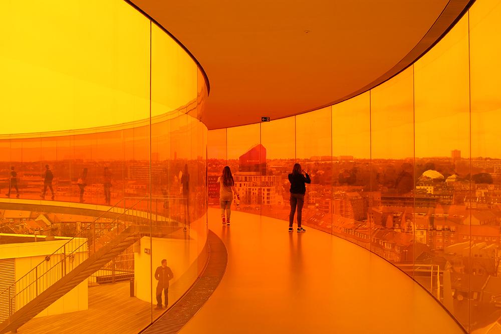 24 TIMER I AARHUS: Det er mye kult å finne på i Aarhus! Blant annet gå på kunstmuseet Aros. Foto: Tenk Koffert