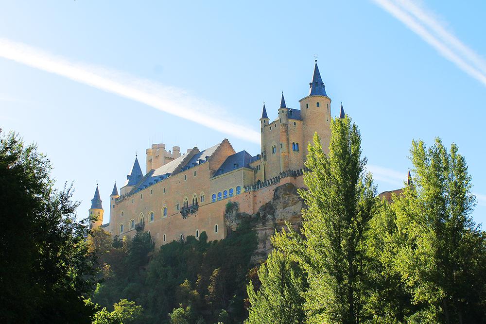 SEGOVIA I SPANIA: Segovia er blant annet kjent for sitt fantastiske slott. Foto: Tenk Koffert