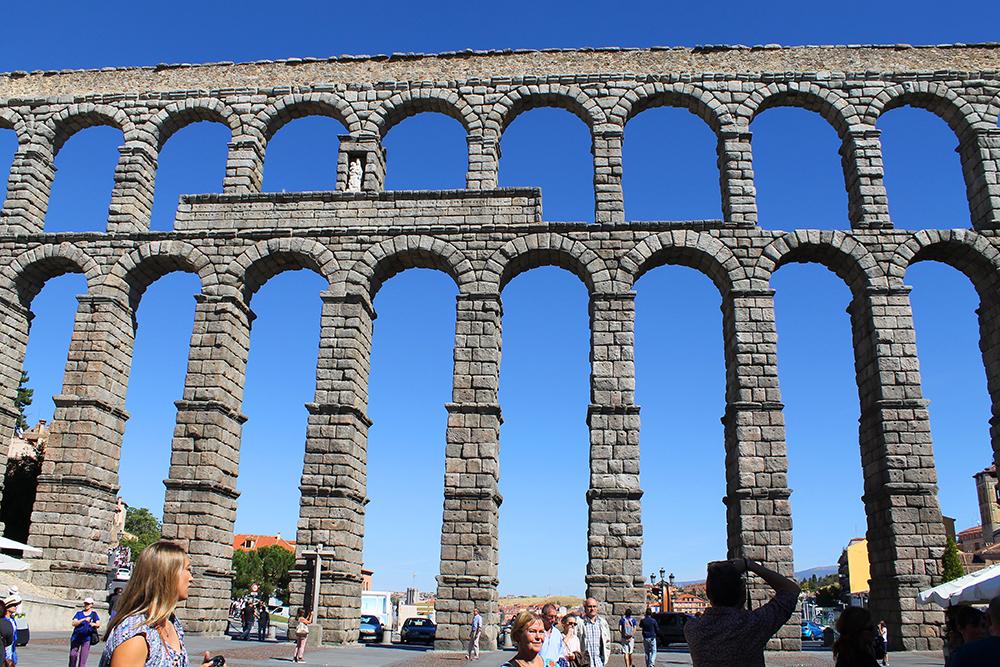 SEGOVIA: Akvedukten i Segovia er et utrolig byggverk. Foto: Tenk Koffert