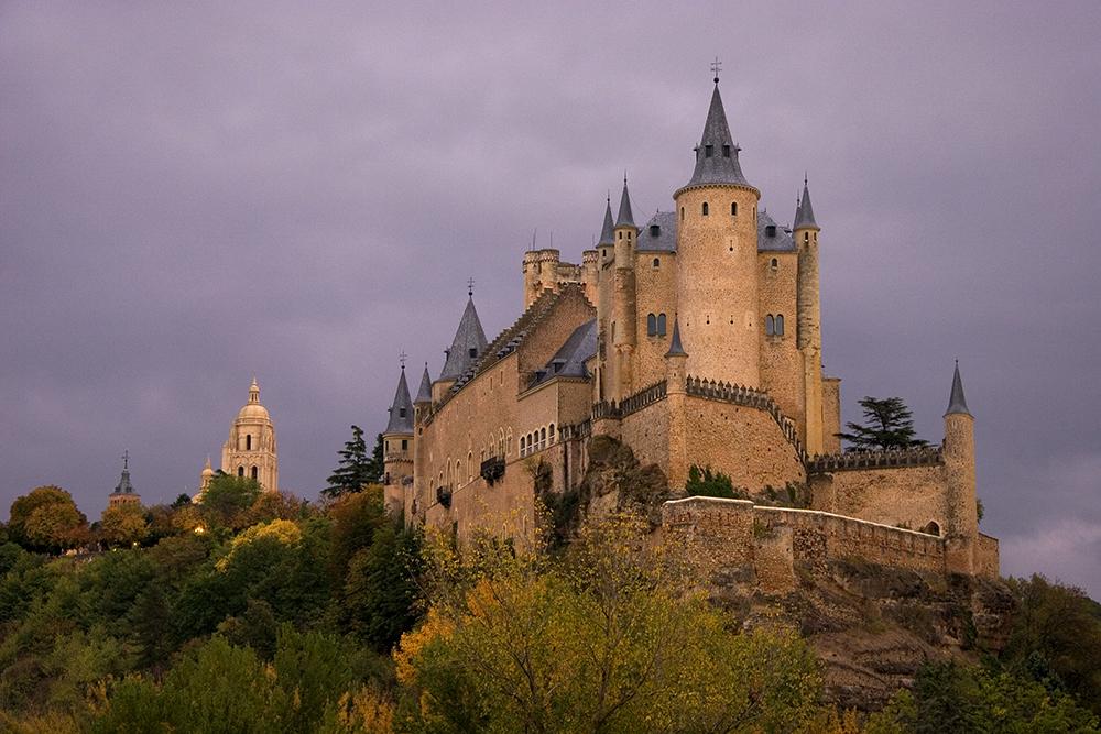 ÁLCAZAR DE SEGOVIA: Det sies at selveste Walt Disney ble inspirert til å tegne Torneroses slott da han så dette fantastiske bygget i Segovia. Foto: Visit Spain.